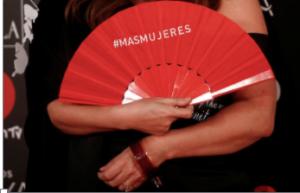"""Isabel Coixet con su abanico por """"más mujeres"""" en el cine"""