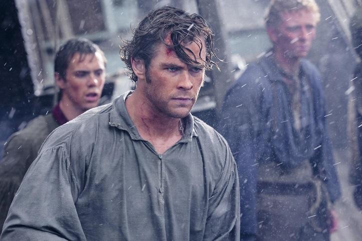 El actor autraliano, Chris Hemsworth, en un momento tenso del filme En el corazón del mar