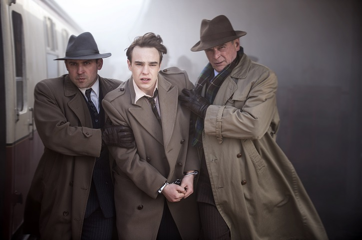 Picture shows: (L-R) Supporting Artist, Timothy Evans (NICO MIRALLEGRO) and DCI (GILLY GILCHRIST)