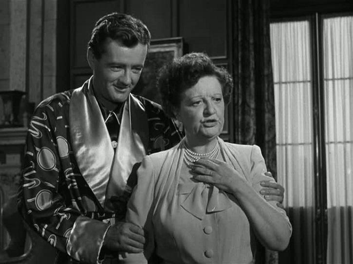Robert Walker y Marion Lorne en Extraños en un tren, de Alfred Hitchcock