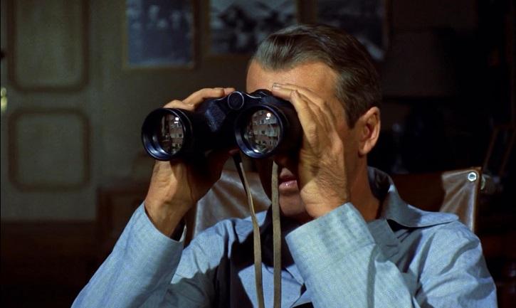 James Stewart en La ventana indiscreta, de Alfred Hitchcock
