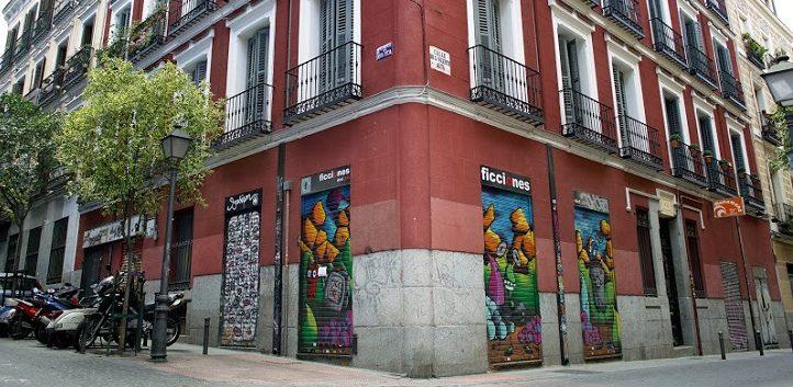 http://www.cope.es/blogs/palomitas-de-maiz/2018/06/08/cierra-ficciones-de-cine-el-ultimo-videoclub-de-malasana/