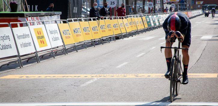 Rohan Dennis reina en la crono de Banyoles de la Volta
