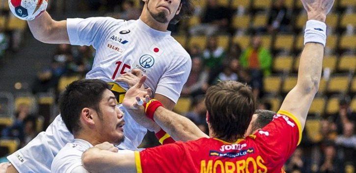 España salva los muebles en el partido tonto del Mundial