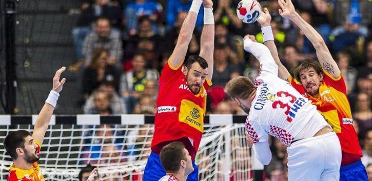 Croacia gana a España, le enseña sus carencias y le complica el Mundial