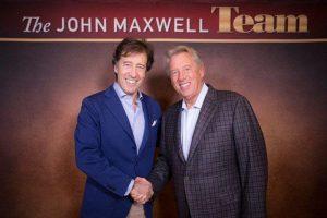 """Javier Sada y John Maxwell. Exponentes de """"liderar es servir"""""""