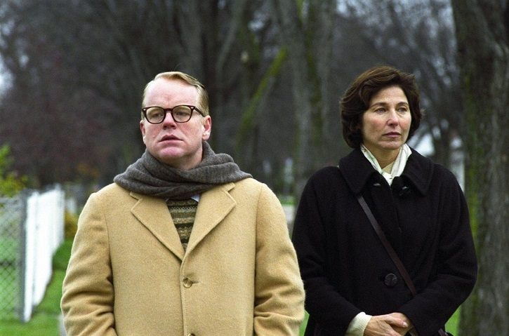 Fotograma del filme Capote con los inmensos actores, Philip Seymour Hoffman y Catherine Keener