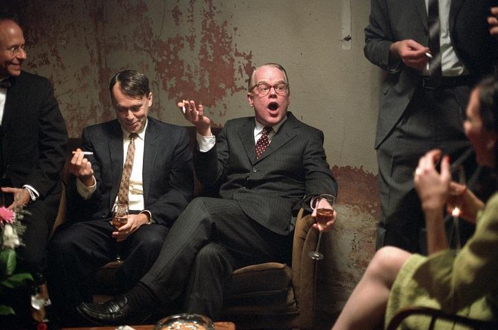 Fotograma del filme Capote con un simpático Philip Seymour Hoffman