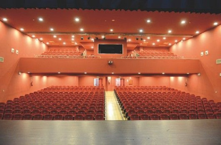 Vista desde el escenario del teatro de Moralzarzal donde se llevará a cabo el Día Mundial del Teatro
