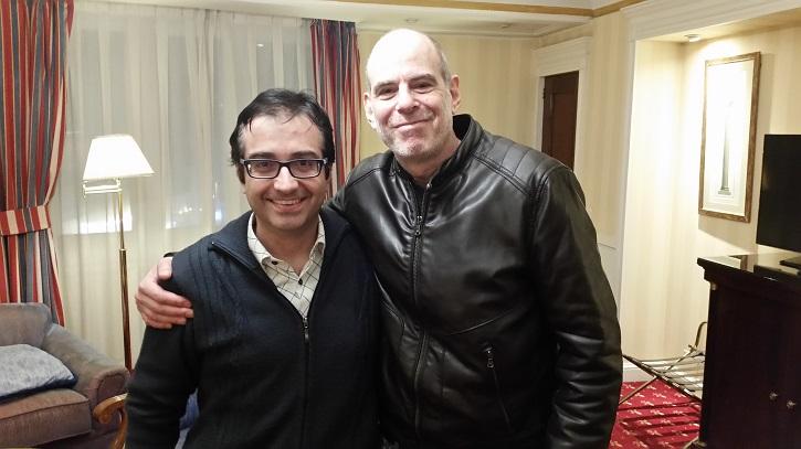 El director de cine israelí, Samuel Maoz posa junto al periodista y crítico de cine José Luis Panero, ayer 28 de febrero