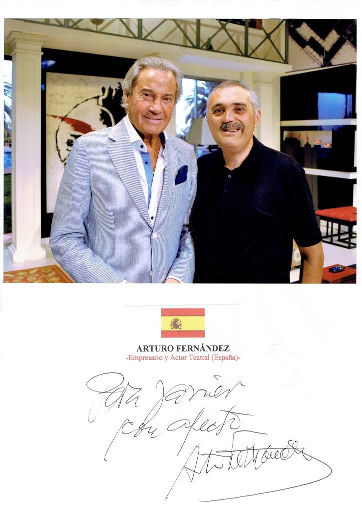 El actor y empresario teatral Arturo Fernández junto a Javier García