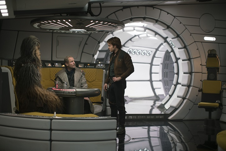 Joonas Suotamo is Chewbacca, Woody Harrelson is Beckett and Alden Ehrenreich is Han Solo in SOLO: A STAR WARS STORY | 'Han Solo' divide a la galaxia Star Wars
