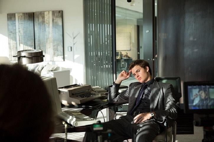El actor Ansel Elgort en un fotograma del filme | Kevin Spacey regresa al cine con 'Billionaire Boys Club'