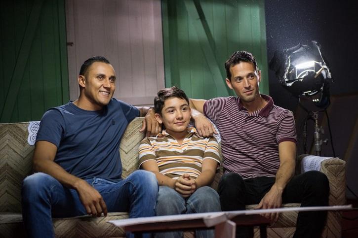 El portero del Real Madrid, Keylor Navas, junto a los dos actores que le interpretan en el filme: el niño Juan José Coste y el colombiano Matt Márquez. Foto: cortesía de Esteban Chinchilla | 'Hombre de fe. Keylor Navas'