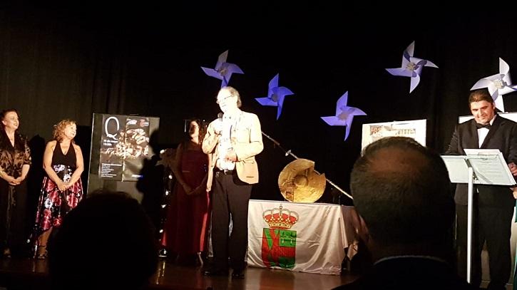 El actor Luis Higueras, en un momento de su discurso | Daganzo premia el trabajo de los actores Milagros Morón y Luis Higueras