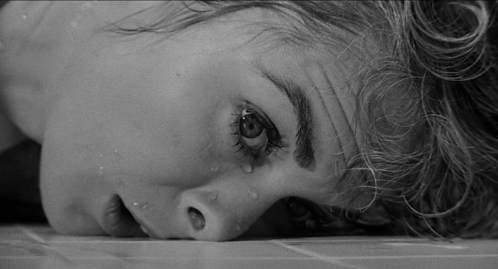 Poderosa imagen de la mirada de la ladrona Marion Crane tras su purificación | La ducha de Psicosis (Alfred Hitchcock) cambió el cine
