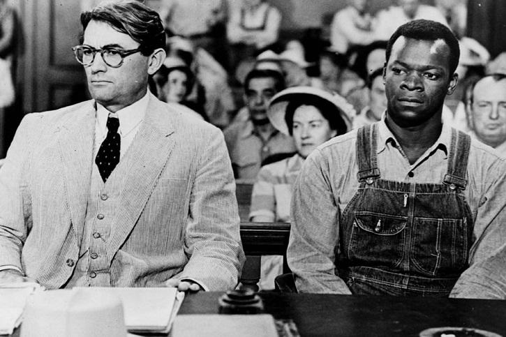 Uno de los fotogramas decisivos del filme | Matar a un ruiseñor, de Harper Lee, escandaliza a Broadway