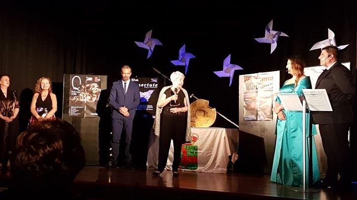 La actriz Milagros Morón durante su discurso | Daganzo premia el trabajo de los actores Milagros Morón y Luis Higueras