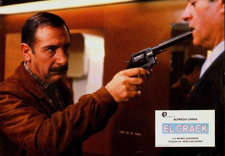Alfredo Landa en un fotograma de El Crack | Garci regresa al cine con la precuela de 'El Crack'