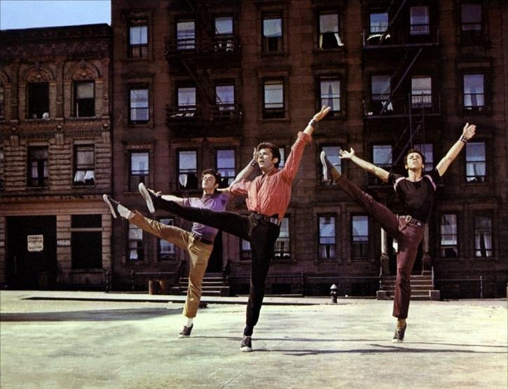 El oscarizado George Chakiris en West Side Story | 'Ciudades de cine': luminosa guía de viaje cinematográfica (ediciones cátedra)