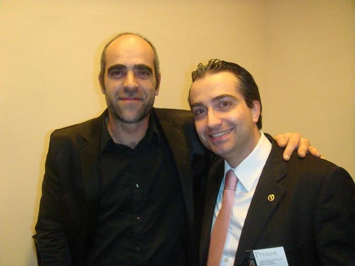 El actor Luis Tosar junto al crítico de cine José Luis Panero | Benito Zambrano rueda en Granada 'Intemperie' junto a Luis Tosar