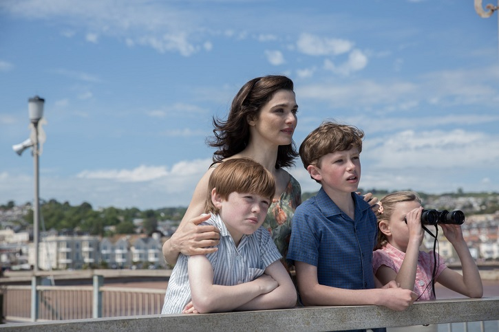 Eleanor Stagg, Finn Elliot, Kit Connor, Rachel Weisz | 'Un océano entre nosotros': Fallido biopic, incluso con Colin Firth
