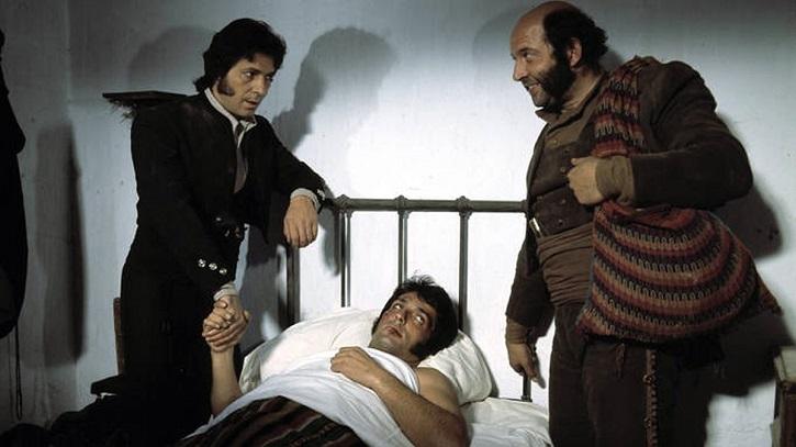Alvaro de Luna y Sancho Gracia en un fotograma de Curro Jiménez | Ha muerto Álvaro de Luna, el Algarrobo de 'Curro Jiménez'
