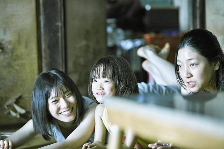 Fotograma de Un asunto de familia con Mayu Matsuoka, Sakura Andô | 'Un asunto de familia': fábula del amor según Hirokazu Koreeda
