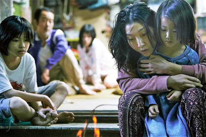 Fotograma de Un asunto de familia con Lily Franky, Mayu Matsuoka, Sakura Andô | 'Un asunto de familia': fábula del amor según Hirokazu Koreeda