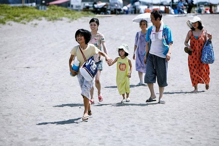 Fotograma de Un asunto de familia con Kiki Kirin, Lily Franky, Mayu Matsuoka, Sakura Andô | 'Un asunto de familia': fábula del amor según Hirokazu Koreeda
