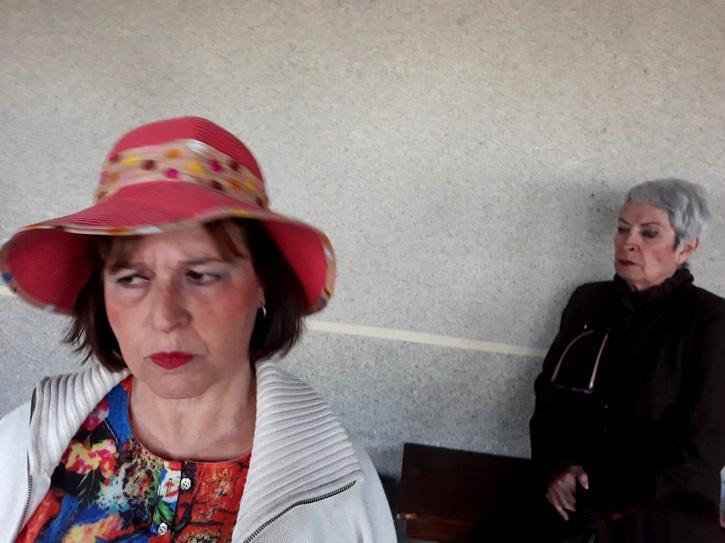 Encarna Espejo y Milagros Morón durante uno de los ensayos de El cerco de Leningrado | 'Ateneo de Pozuelo' estrena 'El cerco de Leningrado' en Espacio EducArte