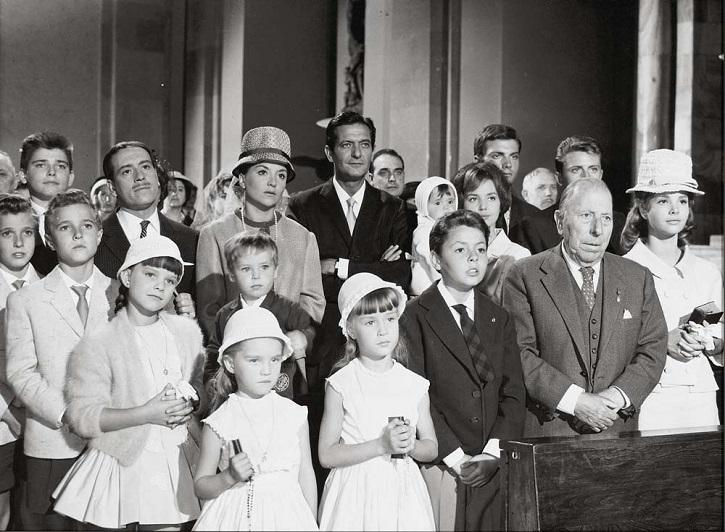 Fotograma del filme La gran familia, de Fernando Palacios | 'La gran familia': la España en crisis con muchos hijos