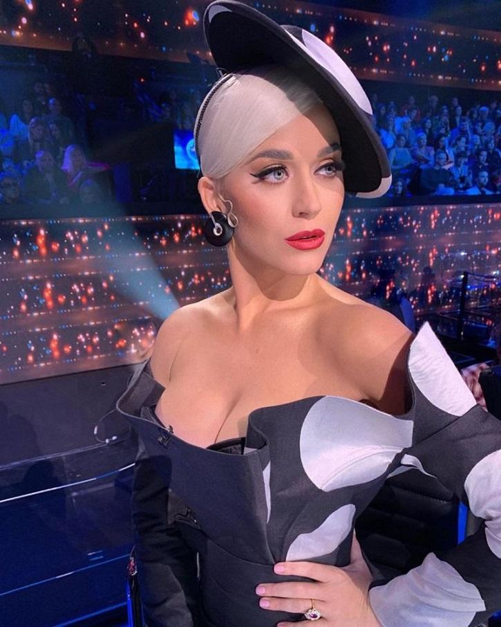 Katy Perry | 9 mujeres contra Plácido Domingo aunque apenas deis la cara