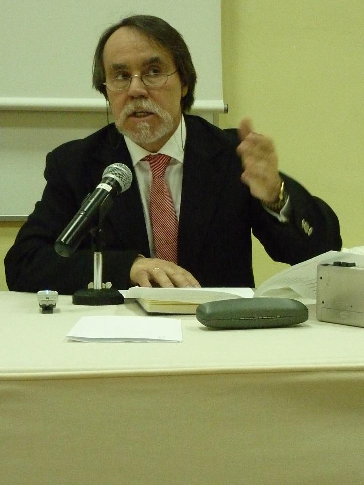 Santiago López Navia, poeta y docente   La editorial 'La Discreta' celebra sus 20 años de naufragio