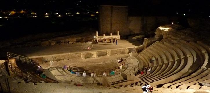 Panorámica del teatro de Medellín | Ateneo de Pozuelo escenificará La Tortuga de Darwin en Badajoz