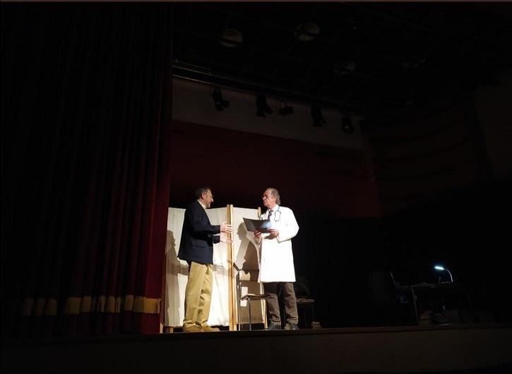 Los actores José María Luján y Luis Higueras, durante una representación | Ateneo de Pozuelo representará La Tortuga de Darwin en CC Buenavista