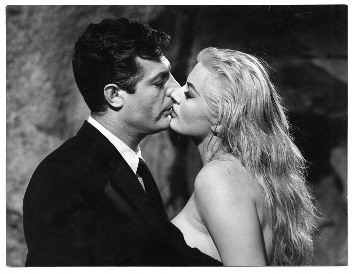 Cartel de La dolce vita | 'Fantasía' inaugura el ciclo de cine clásico y de culto de Yelmo Cines