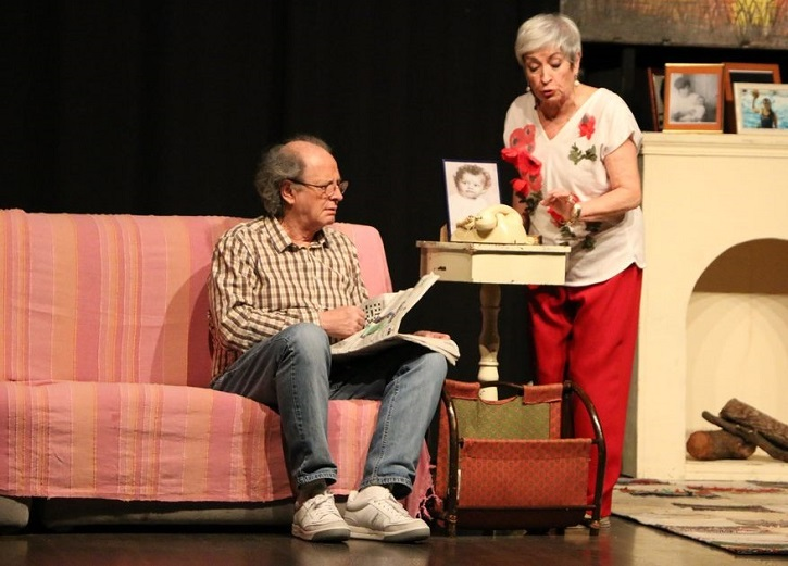 Milagros Morón y Luis Higueras durante una de las funciones de En el estanque dorado | 'En el estanque dorado' llega a la Casa Chejov con el Ateneo de Pozuelo