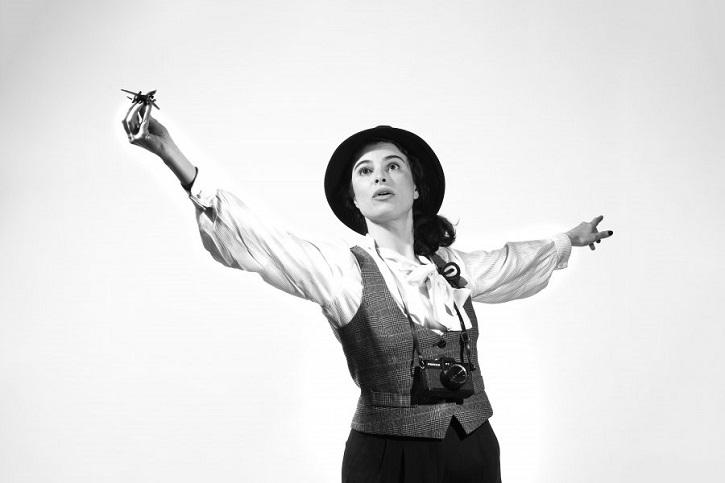 Natalia Erice en un momento de la obra | Impecable Natalia Erice en la Sala Mirador con 'Ring, ring, cuénteme'
