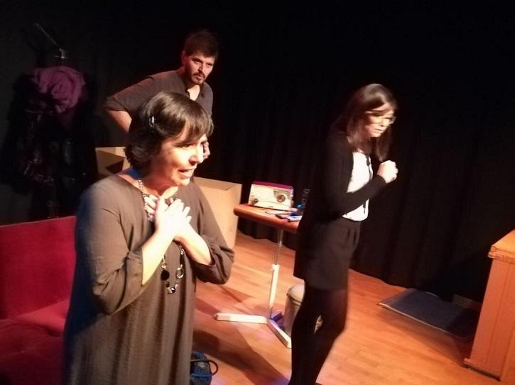 Mayca Gómez, Fabián Cáceres y Lara Garrido, sufridores y sufrientes | Tassili Teatro ('13 y martes') despliega su talento en Casa Chejov