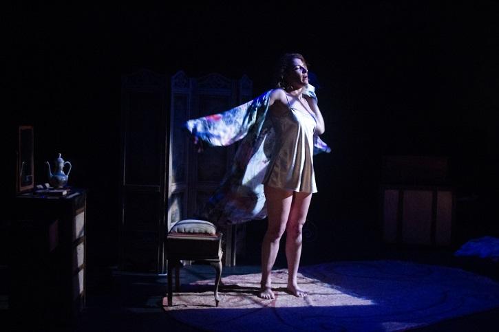 Carolina Calema durante la función | Carolina Calema brilla en Arapiles 16 con 'Querella de Lope y las mujeres'