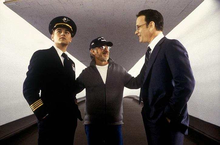 Spielberg, al centro, entre DiCaprio y Hanks | 'Atrápame si puedes': Spielberg desafina en este drama lleno de estrellas