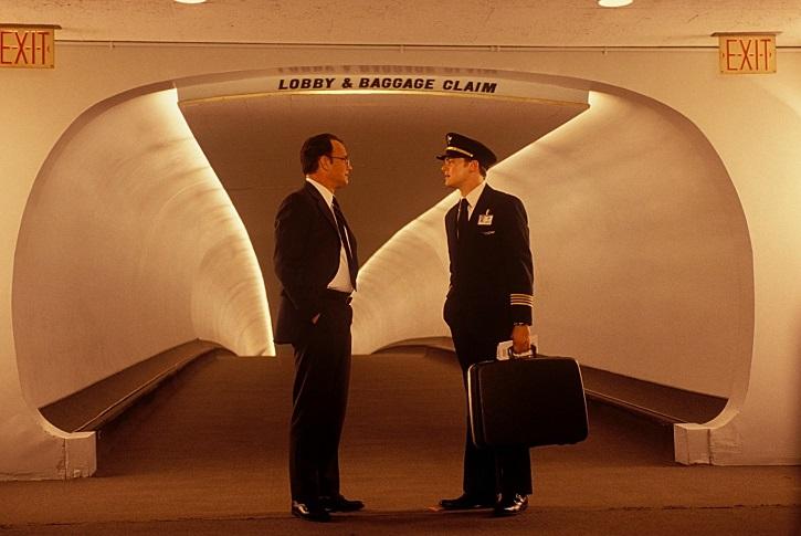 Hanks y DiCaprio | 'Atrápame si puedes': Spielberg desafina en este drama lleno de estrellas