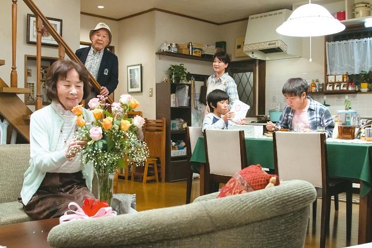 Ejemplo de artesanía visual | 'Maravillosa familia de Tokio': Tierna mirada al amor de Yoji Yamada