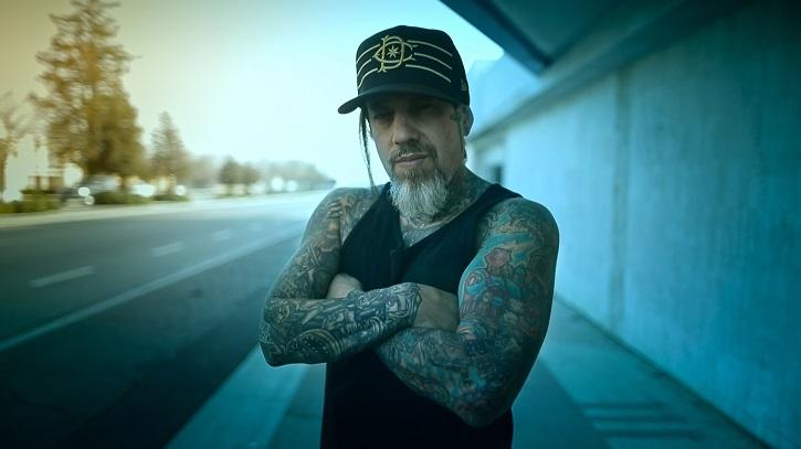 Fotograma del filme | 'Loud Krazy Love': El músico Brian Head, anulado de las drogas por la fe