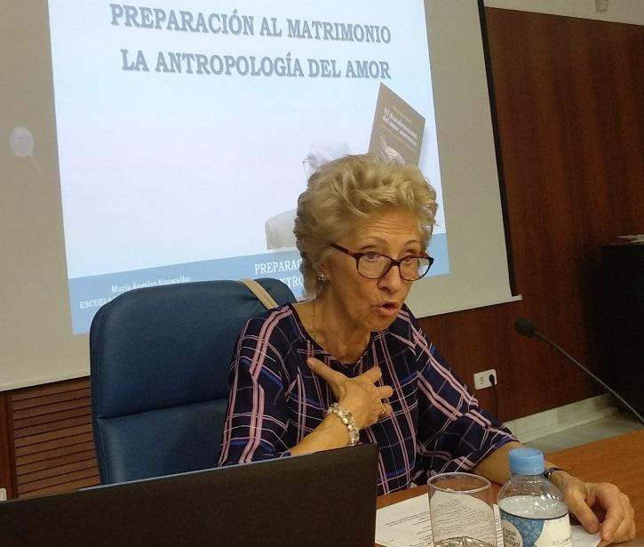 La autora del trabajo, María Ángeles Almacellas | María Ángeles Almacellas propone 'Educar con el cine: 22 Películas'