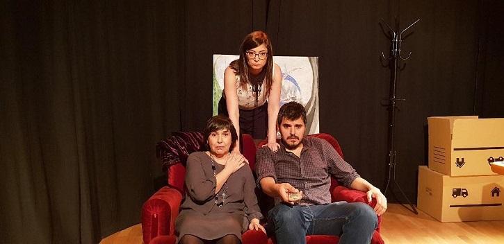 Los protagonistas del montaje, de izquierda a derecha, Mayca Gómez, Lara Garrido y Fabián Cáceres