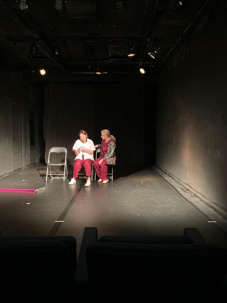 Muestra de uno de los ensayos | Elenco de Adictas | Un luminoso plantel de 'Adictas' triunfa en el teatro La Usina