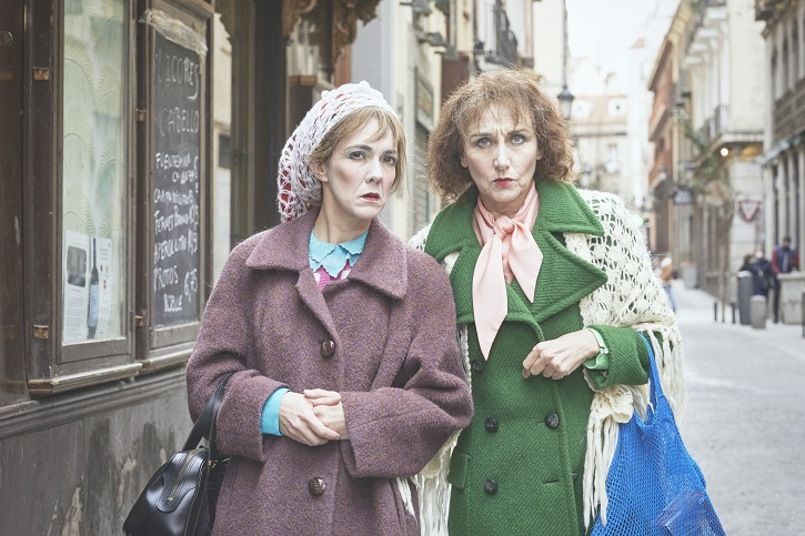 Carmen Barrantes y Mona Martínez, fotografiadas por Jesús Ugalde   'Las dos en punto': Las hermanas gallegas llegan al Teatro Español