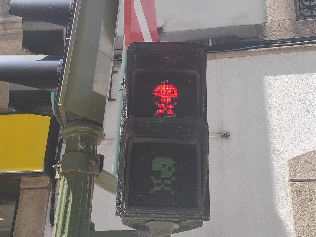 Calavera de Gerión en un semáforo